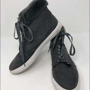 5/$25 Head over Heels high tops size 9